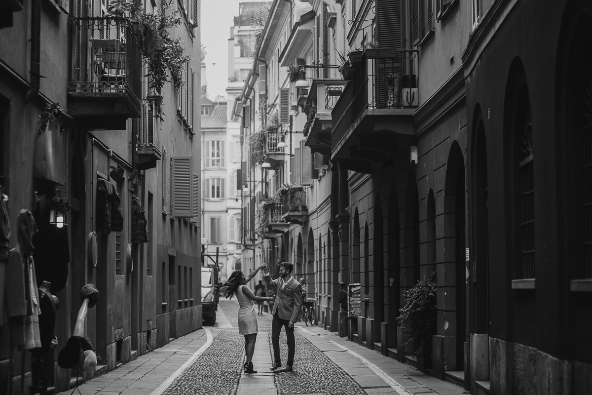 engagement photo in milan