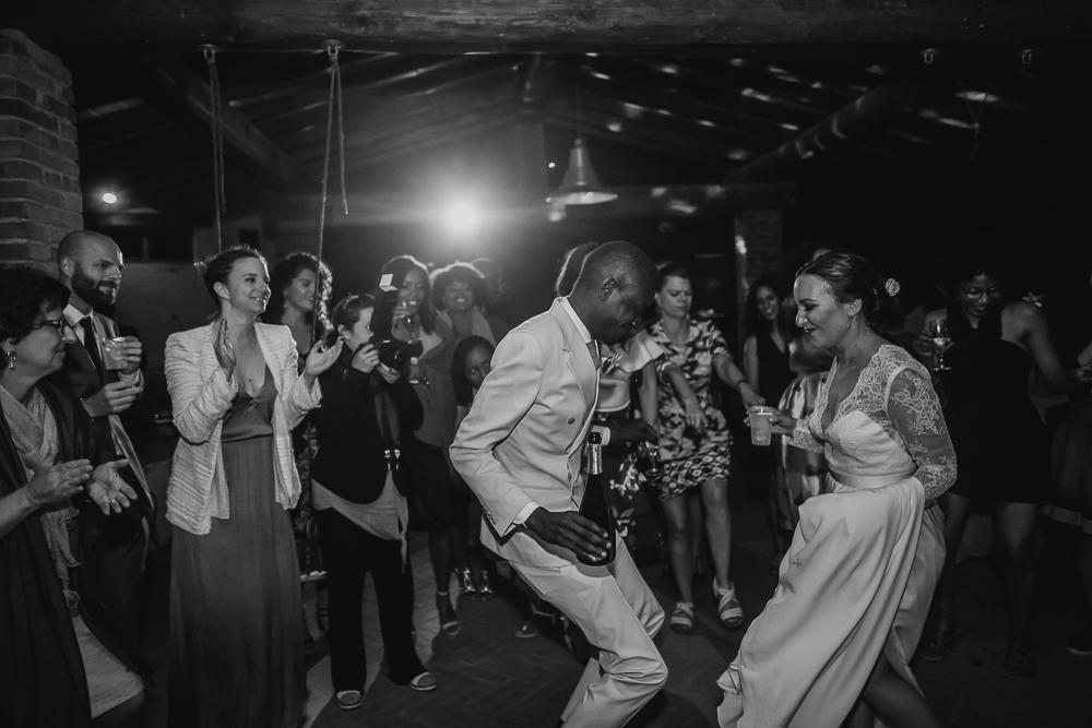 wedding photographer tuscany italy dancing