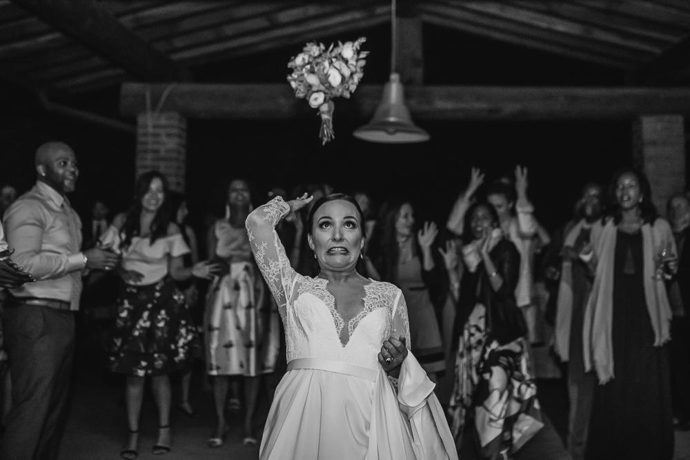 wedding photographer tuscany italy bride flower
