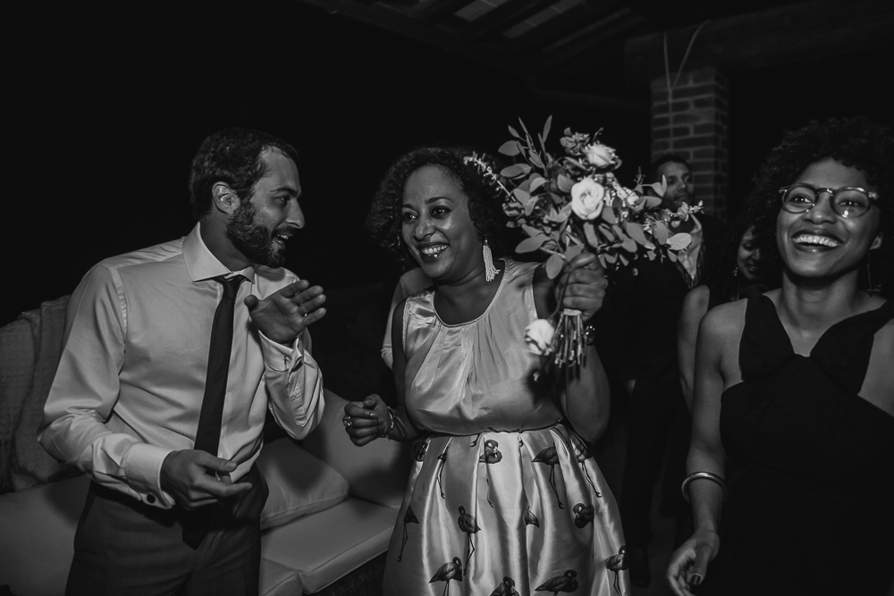 wedding photographer tuscany italy guests