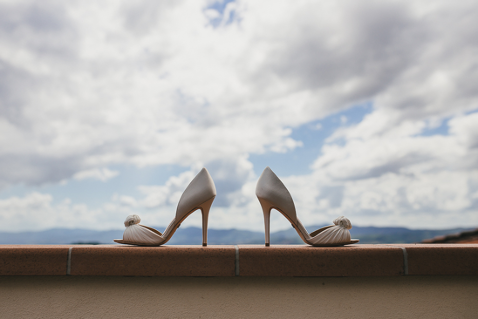 wedding photographer tuscany italy shoes