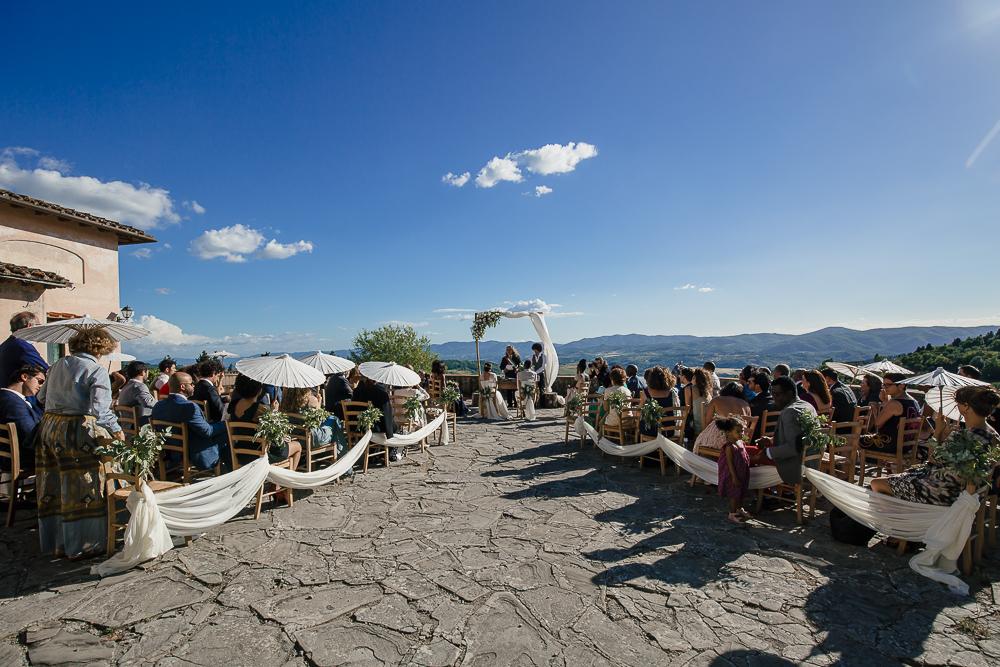 wedding photographer tuscany italy outdoor ceremony