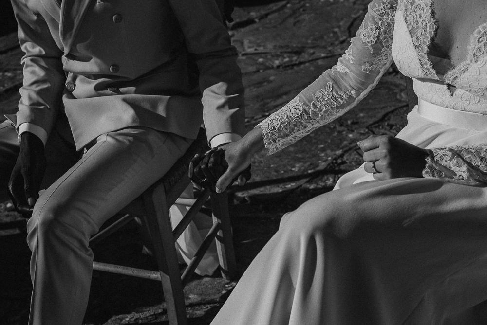 wedding photographer tuscany italy hands